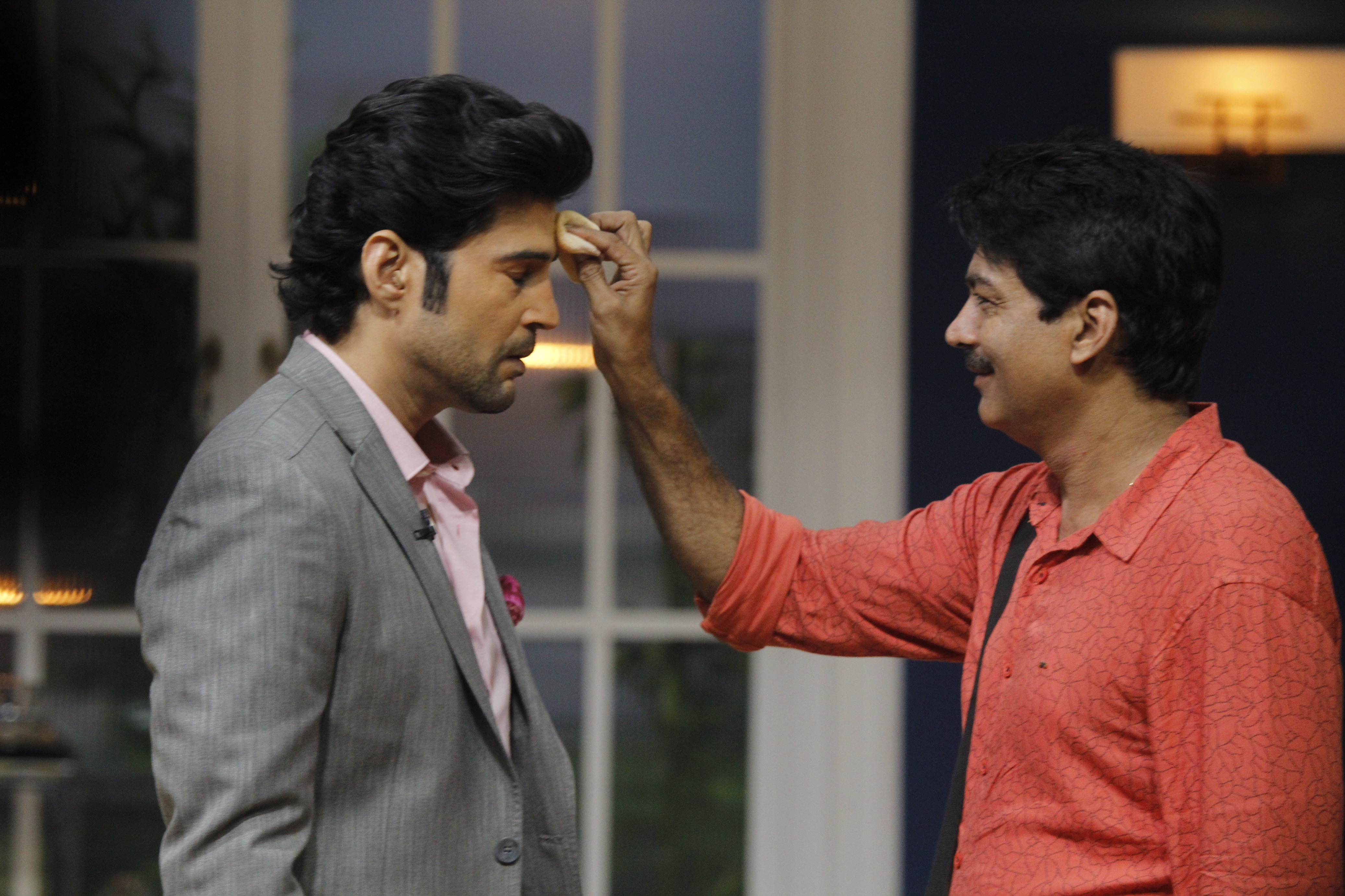 Rajeev Khandelwal on the sets of JuzzBaatt with his make-up man